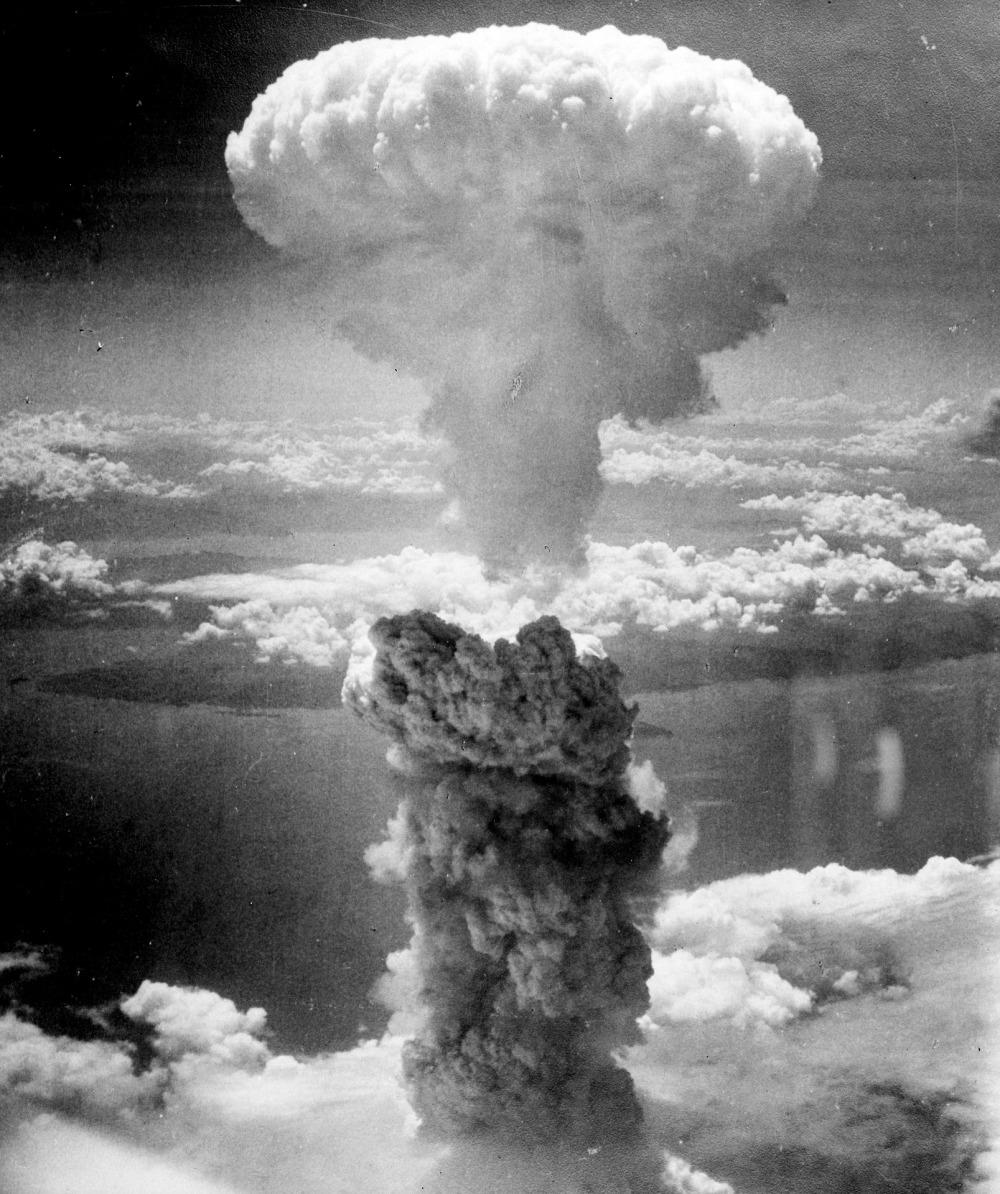 mushroom-cloud-67534_1920